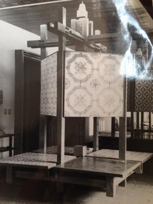 Espositori in showroom negli anni '70