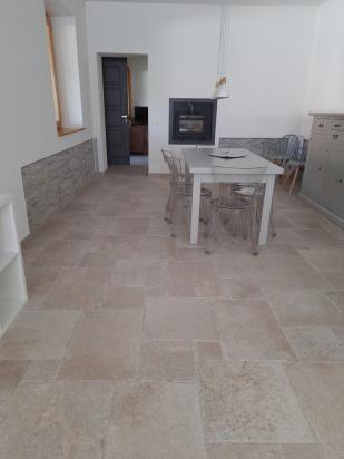 interno casa con gres multiformato Dordogne