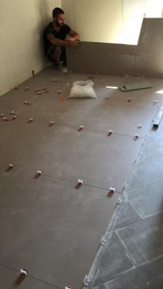 Locale Commerciale realizzato con lastre 120x240 Industrial Floor gres