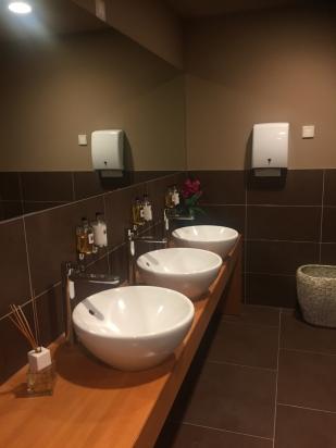 piano lavabo per zona wellness