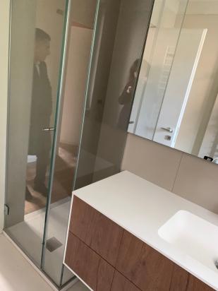 interno doccia Neutra polvere, rivestimento Neutra bianco cdc