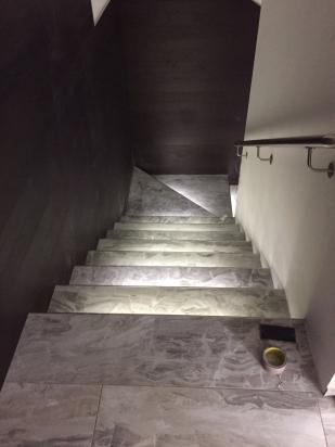 scala in gres con illuminazione led schluter system Svizzera