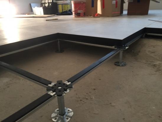 realizzazione uffici tecnici con pavimento sopraelevato