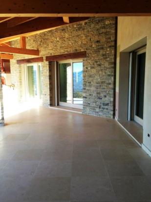 esterno casa in pietra