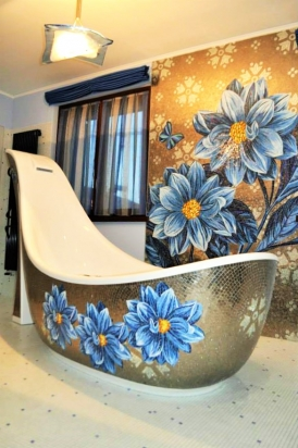 pannello e disegno vasca in mosaico su misura
