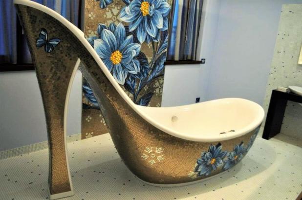 pannello murale e vasca realizzata su misura per il cliente