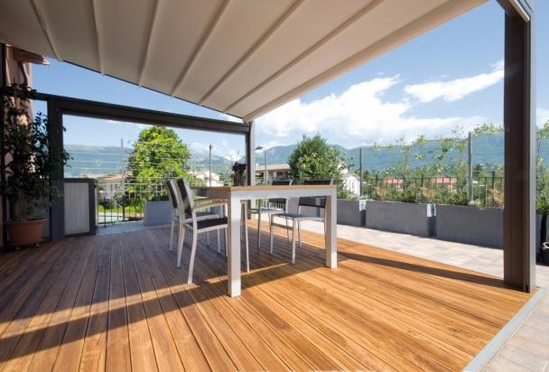 decking in legno trattato per esterno