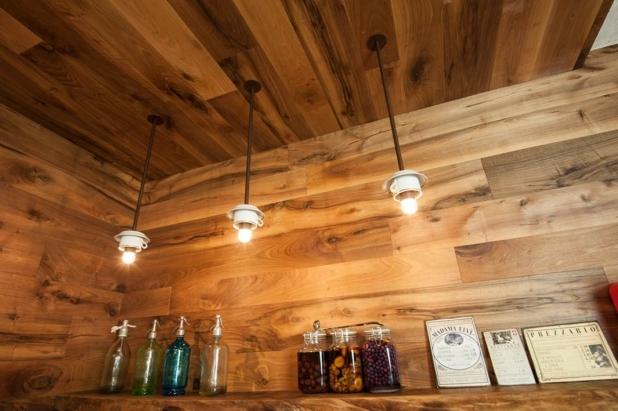 Garbelotto - Boiserie soffitto e parete in noce